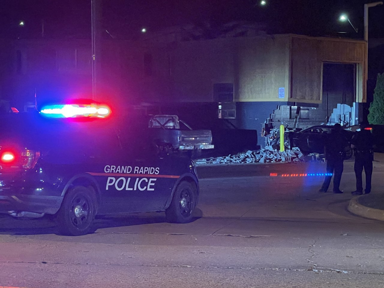 1 dead, at least 3 injured after shooting in southwest Grand Rapids